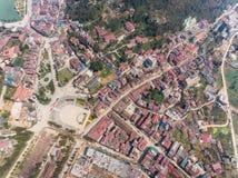 SAPA VIETNAM - 05 MARS 2017: Sikt från ovannämnt av staden Sapa i nordvästliga Vietnam Staden Fotografering för Bildbyråer