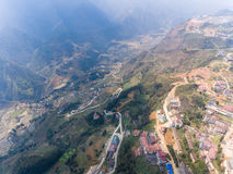 SAPA VIETNAM - 05 MARS 2017: Sikt från ovannämnt av staden Sapa i nordvästliga Vietnam Staden Royaltyfri Foto