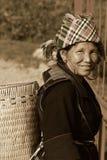 SAPA VIETNAM - SEP 30: Unidentified kvinna av blomman H'mong mig Arkivfoto