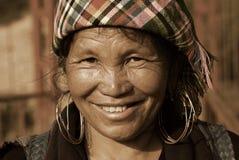 SAPA VIETNAM - SEP 30: Unidentified kvinna av blomman H'mong mig Arkivbild