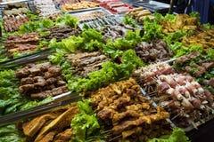 SAPA, VIETNAM, 13 September, 2014: Barbecuevlees - het verscheidene dierlijke vleesingredi?nt van beroemd Vietnamees voedsel de b stock foto's