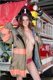 Sapador-bombeiro fêmea 'sexy' Foto de Stock Royalty Free
