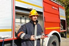 Sapador-bombeiro na engrenagem completa Imagens de Stock Royalty Free