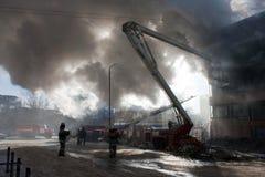 Sapador-bombeiro no incêndio Imagem de Stock Royalty Free