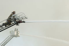 Sapadores-bombeiros aéreos na cena Foto de Stock Royalty Free