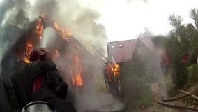 Sapadores-bombeiros na ação video estoque
