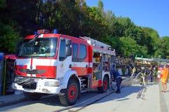 Sapadores-bombeiros na cena Foto de Stock
