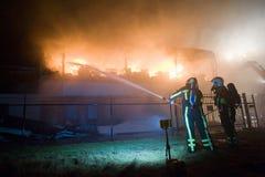 Sapadores-bombeiros no trabalho Foto de Stock Royalty Free