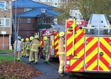 Sapadores-bombeiros que chegam no incêndio. Imagem de Stock