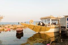 Sapanca湖、一个普遍的目的地的本机和游人 Kocaeli 火鸡 库存图片