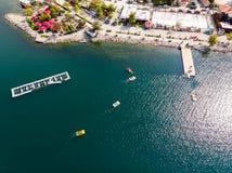 Sapanca sjö i Sakarya/Turkiet/Pedalo Royaltyfria Foton