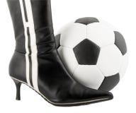Sapata da mulher preta e esfera do futebol foto de stock royalty free