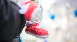 Sapata de bebê feita malha Foto de Stock Royalty Free