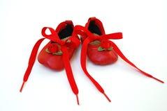 Sapata de couro do bebê vermelho lindo Imagem de Stock