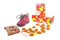 Sapata de crianças pequenas com os doces holandeses típicos Imagem de Stock