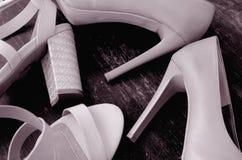 sapatas Alto-colocadas saltos da mulher fotos de stock royalty free