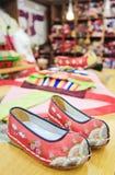 Sapatas bordadas vermelhas Imagem de Stock