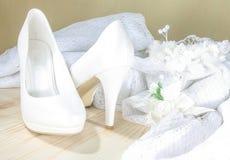 Sapatas brancas do casamento Foto de Stock Royalty Free