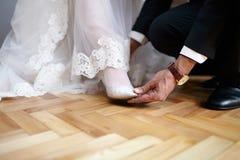 Sapatas brancas do casamento Imagem de Stock Royalty Free