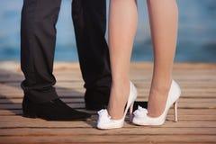 Sapatas brancas do casamento Imagens de Stock