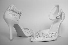 Sapatas brancas elegantes do salto alto Foto de Stock Royalty Free