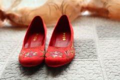Sapatas chinesas do casamento Fotos de Stock