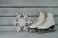 Sapatas da patinagem no gelo do vintage Fotografia de Stock Royalty Free