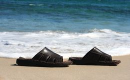 Sapatas da praia fotografia de stock royalty free