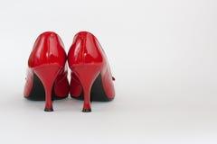Sapatas da senhora vermelha na esquerda Fotografia de Stock