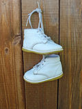 Sapatas de bebê brancas Imagens de Stock