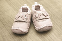 Sapatas de bebê cor-de-rosa Fotografia de Stock Royalty Free