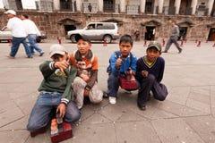 Sapatas de brilho em Quito foto de stock
