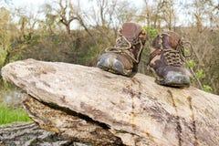 Sapatas de caminhada velhas Fotos de Stock Royalty Free