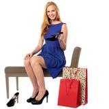 Sapatas de compra da mulher elegante Imagens de Stock