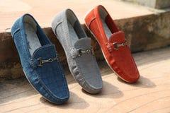 Sapatas de couro dos homens coloridos Imagem de Stock
