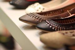 Sapatas de couro na loja Imagens de Stock