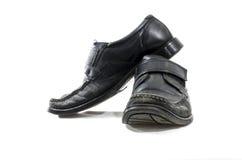 Sapatas de couro pretas usadas e vestidas velhas Fotografia de Stock