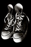 Sapatas de tênis velhas imagens de stock royalty free