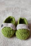 Sapatas do crochet do bebê Fotos de Stock