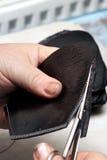 Sapatas do desenhista da produção Produção dos calçados pelas mãos humanas Sho foto de stock
