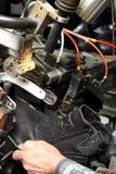 Sapatas do desenhista da produção Produção dos calçados pelas mãos humanas Sho fotos de stock royalty free