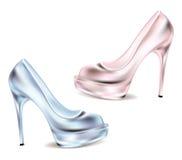 Sapatas do disco para o fundo branco highheeled clássico das mulheres rosa e sapatas cintilantes azuis Imagens de Stock
