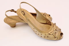 Sapatas do ouro para mulheres Imagem de Stock Royalty Free