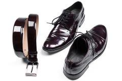 Sapatas e correia de vestido dos homens de couro à moda isolados Fotografia de Stock