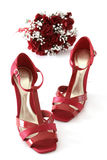 Sapatas e flores vermelhas Imagem de Stock Royalty Free