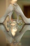 Sapatas e jóia do casamento fotografia de stock royalty free