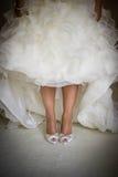 Sapatas e pés da noiva Fotografia de Stock