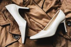 Sapatas e roupa do ` s das mulheres Fotografia de Stock