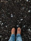 Sapatas em um campo do vulcão em Islândia Foto de Stock Royalty Free