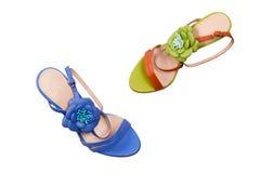 Sapatas fêmeas azuis e verdes Fotografia de Stock Royalty Free